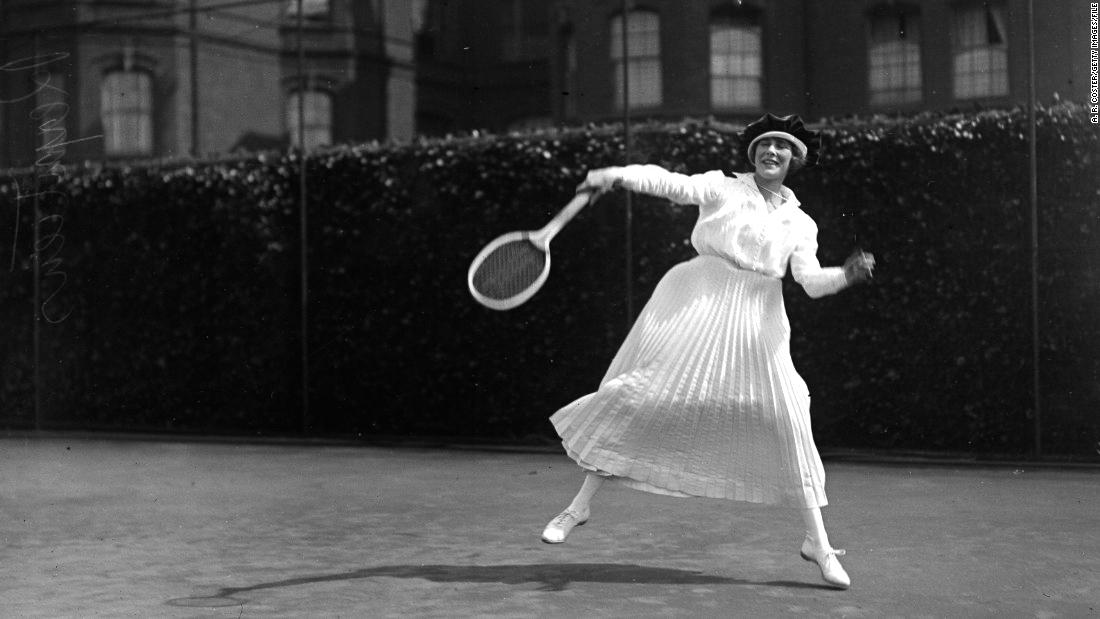 O ténis e a moda. Dos corpetes ao macacão de 'princesa