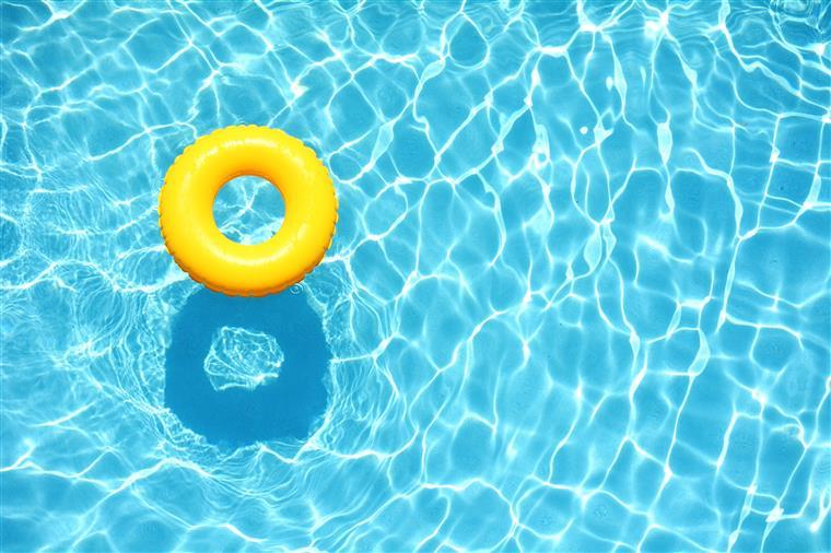 Sabe o que est na gua das piscinas for Piscina que pierde agua