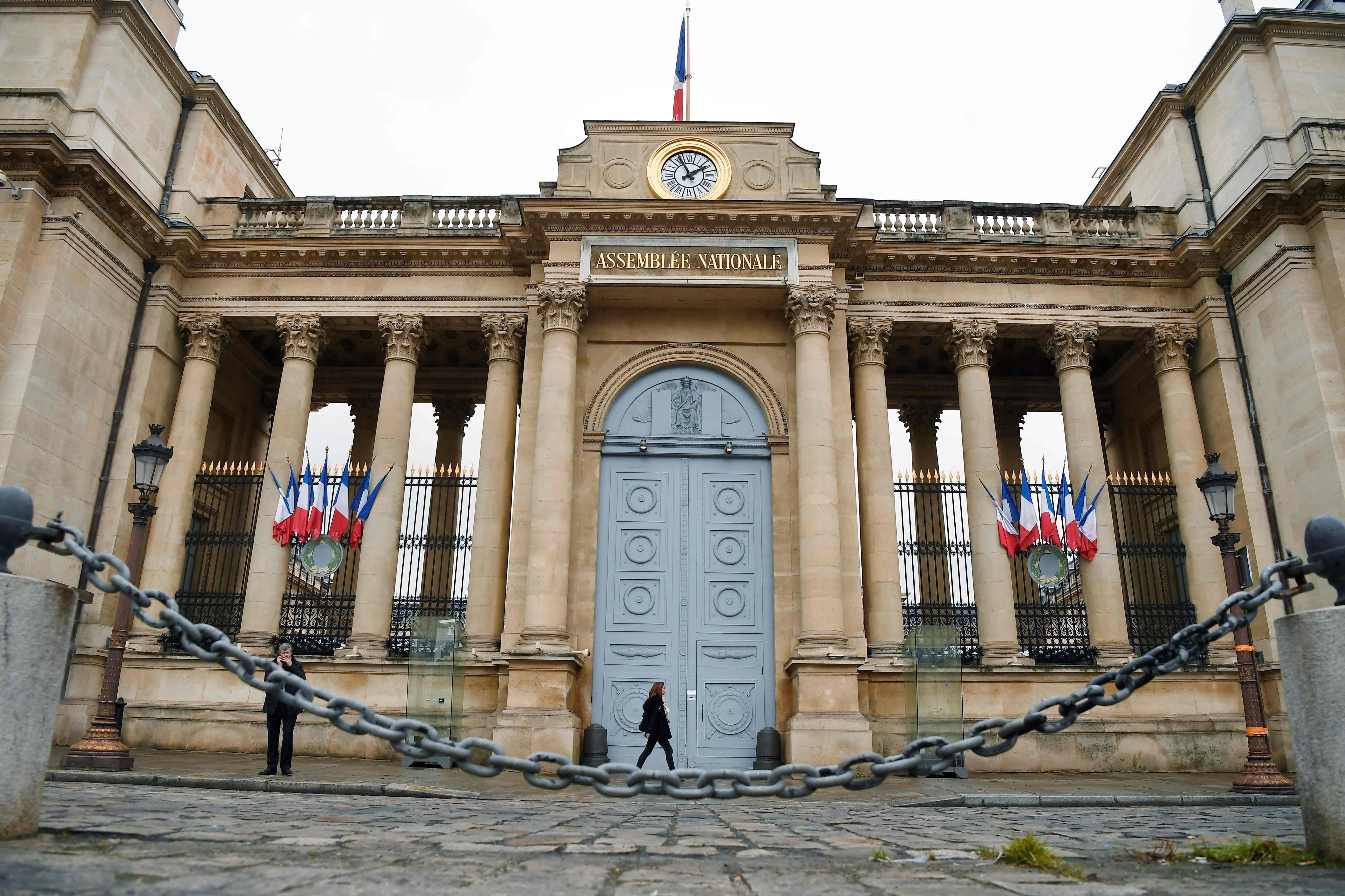 França: Buscas no parlamento. Emprego de mulher de Fillon em causa