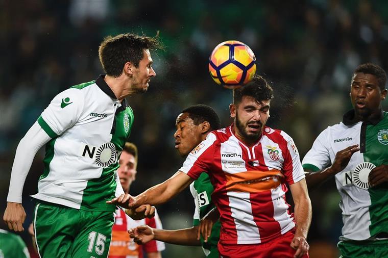 Sporting Feirense: Sporting-Feirense. Paulo Oliveira E Alan Ruiz De Início
