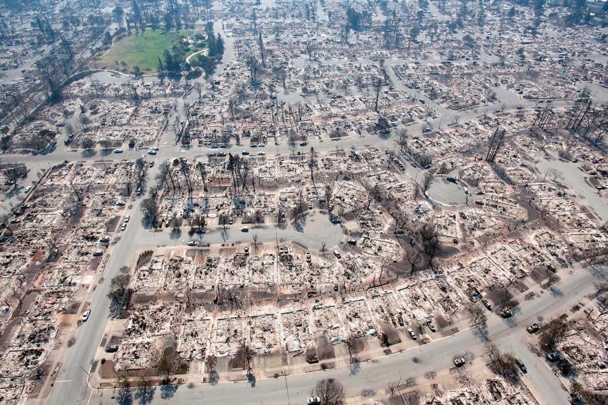 Número de casas e edifícios destruídos aumenta para 5.700 — Califórnia