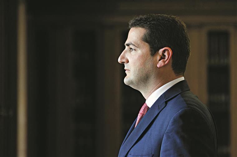 Desafiado pelo PSD, primeiro-ministro pede desculpas
