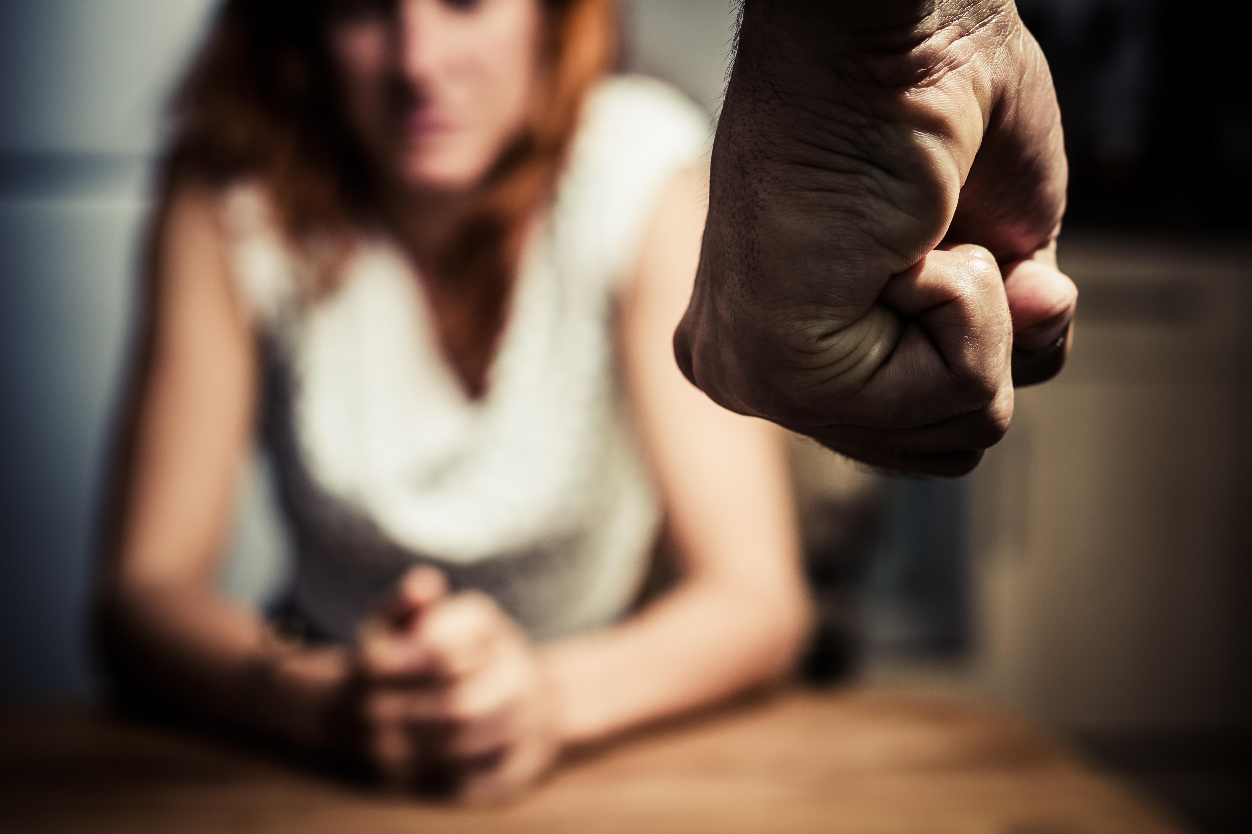 Juiz usa Bíblia para justificar violência contra mulher e absolve agressores