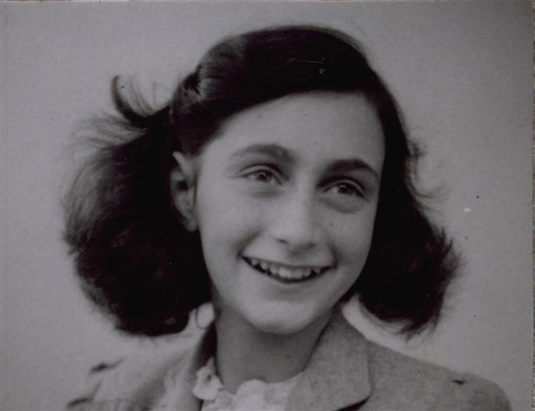 Imagem de Anne Frank usada para provocar jogadores da Roma
