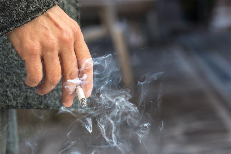 Empresa japonesa dá semana extra de férias a não-fumadores