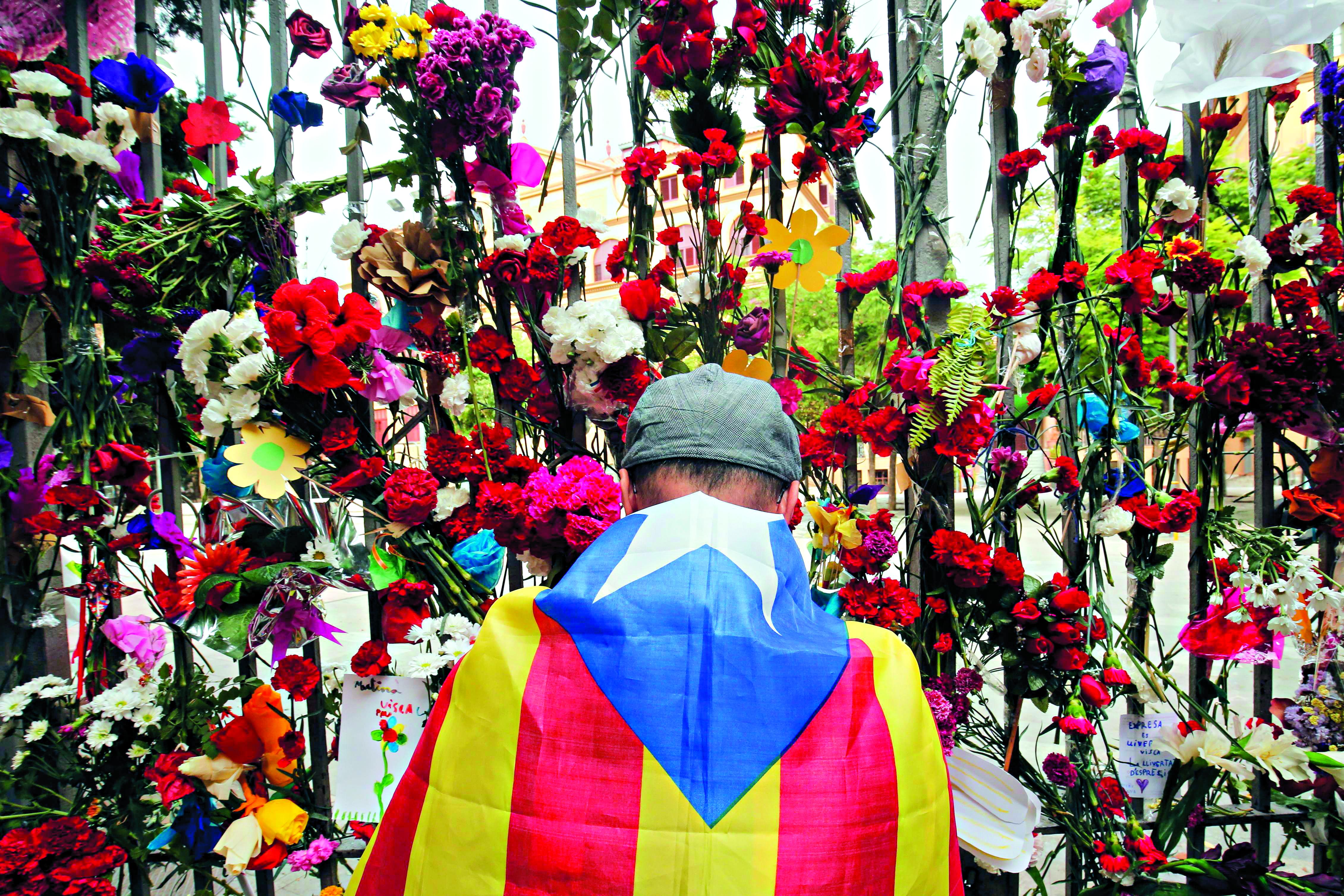 Espanhóis vão às ruas contra independência da Catalunha
