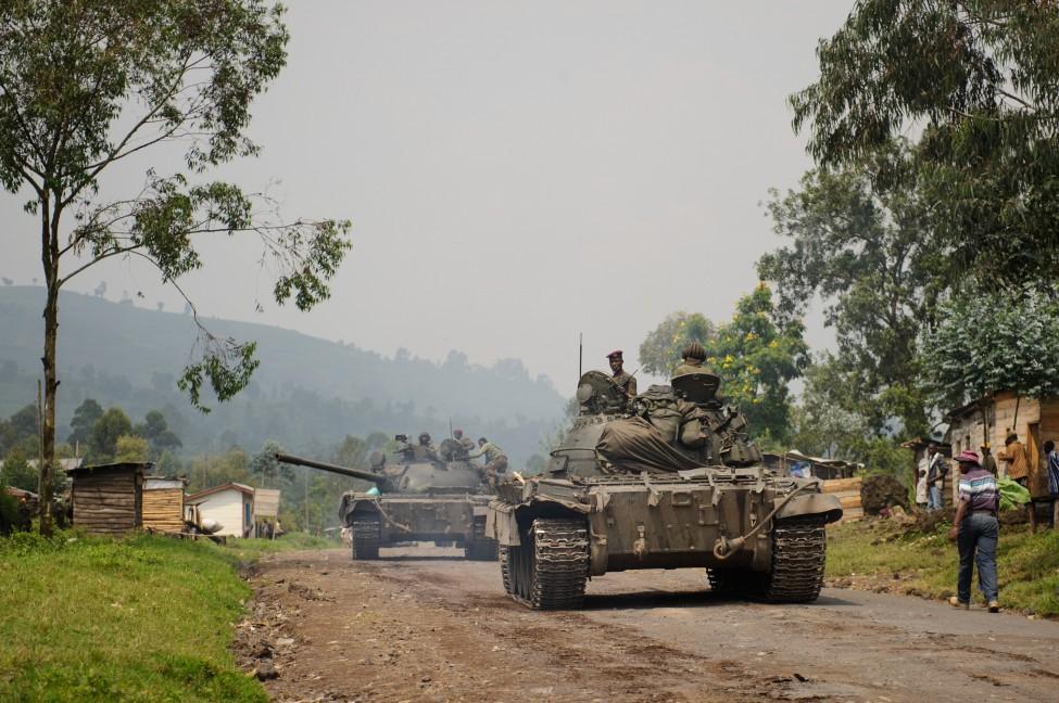 Exército do Zimbabué coloca Mugabe sob custódia e toma controlo da capital