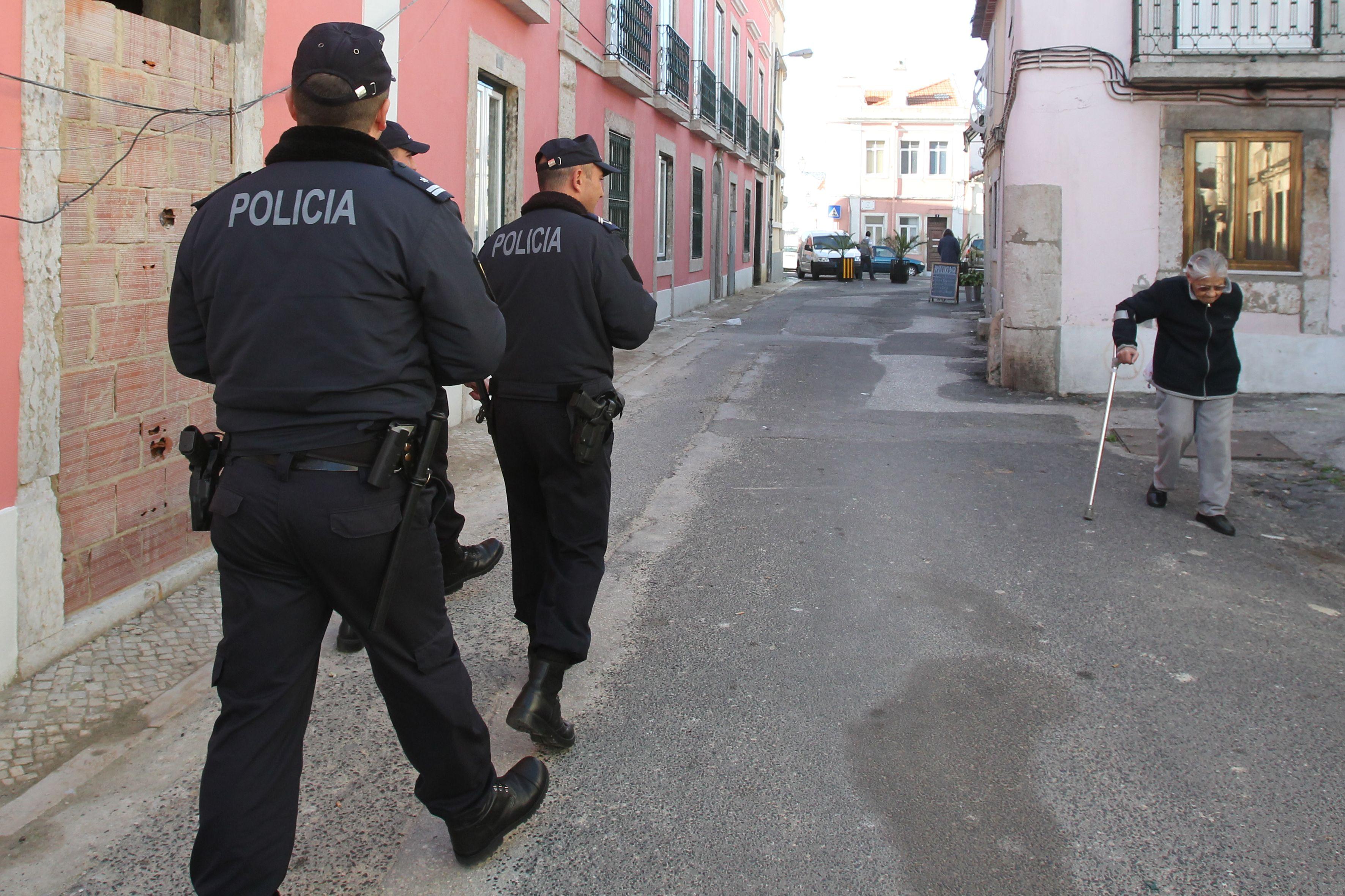 Seis polícias constituídos arguidos no caso da mulher morta em perseguição