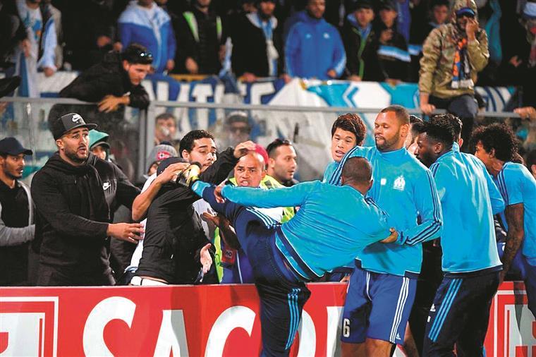 Agressões e castigos. O pontapé de Evra e mais (maus) exemplos – também em Portugal