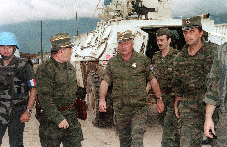 Ratko Mladic condenado por genocídio e crimes contra a Humanidade
