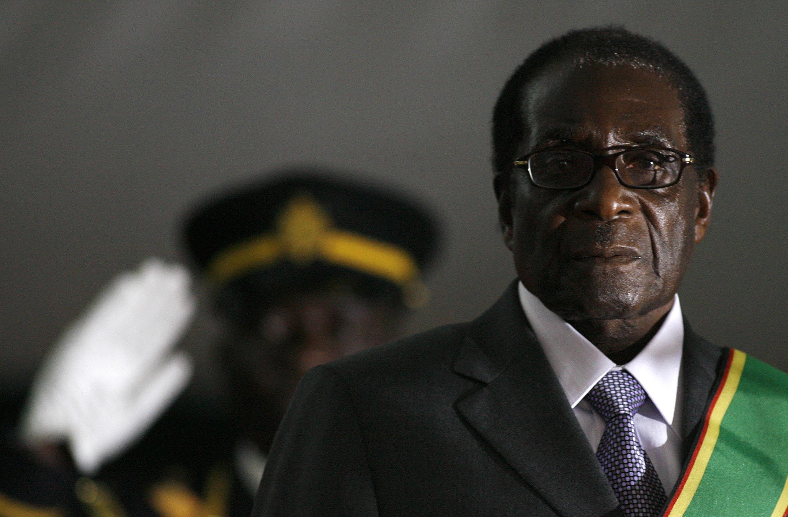 Mugabe vai ter imunidade e poderá ficar no país