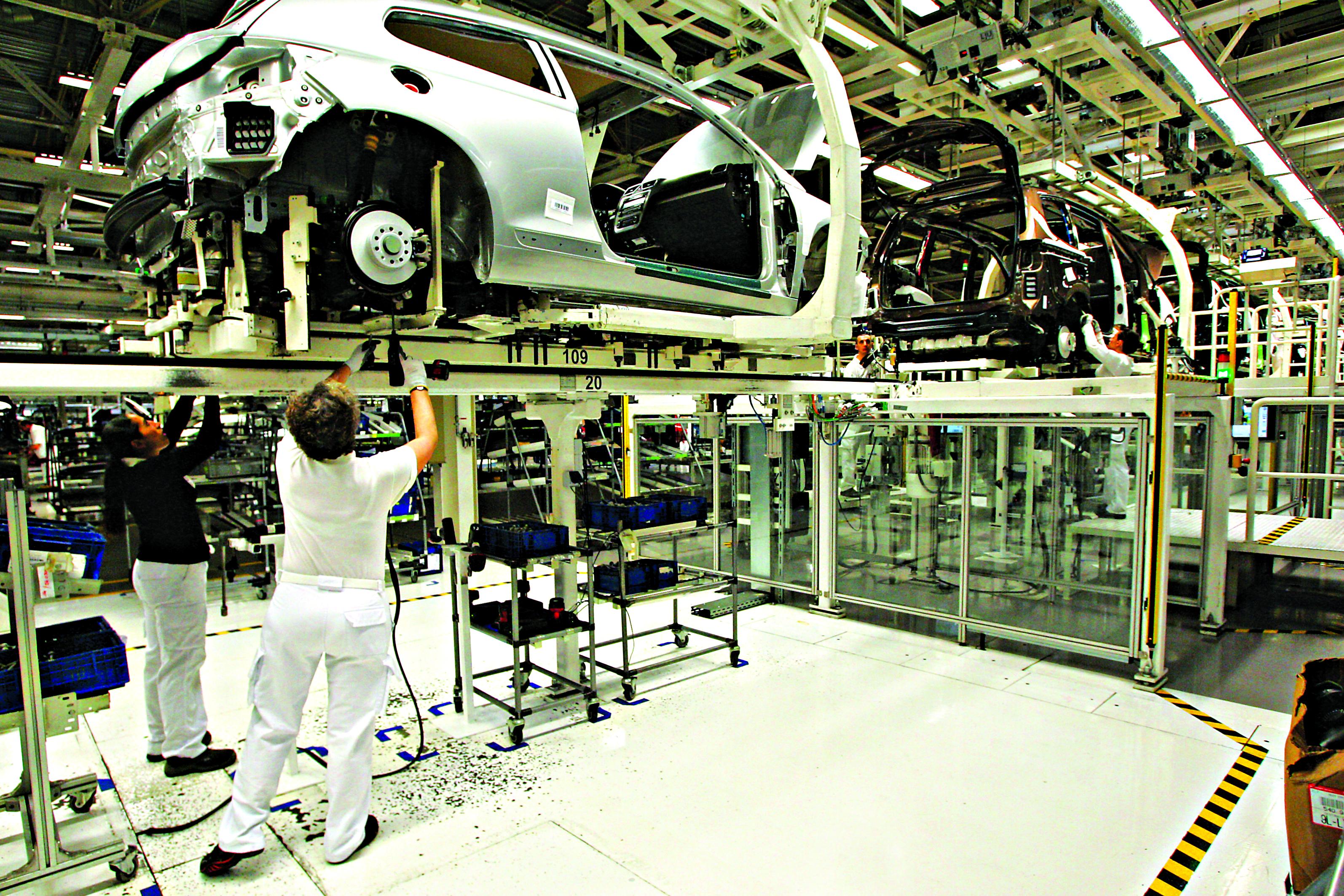 Governo apela a que se encontrem novas soluções na Autoeuropa