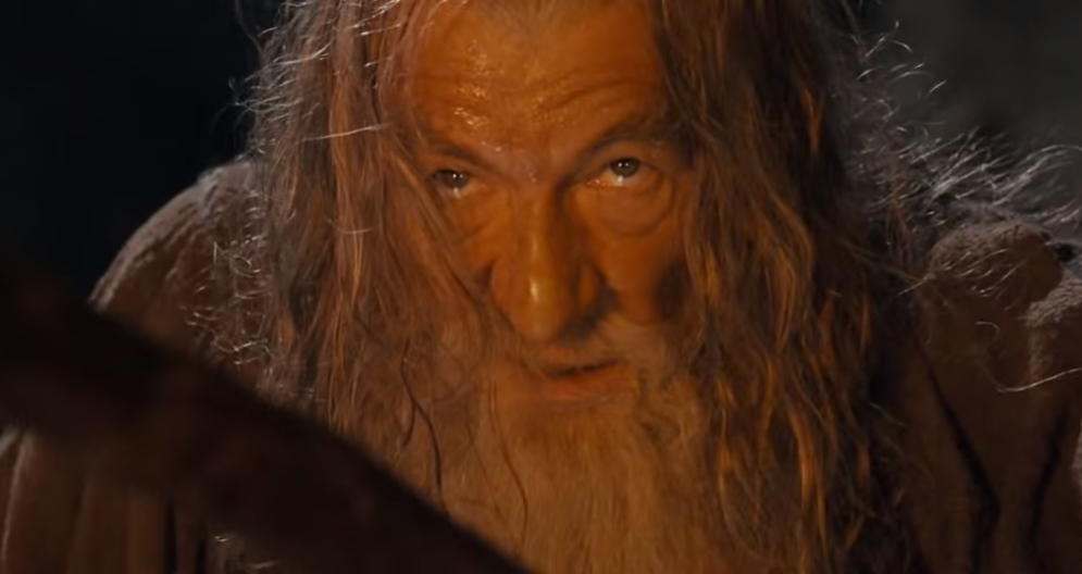 Ian McKellen quer reviver Gandalf na nova série da Amazon