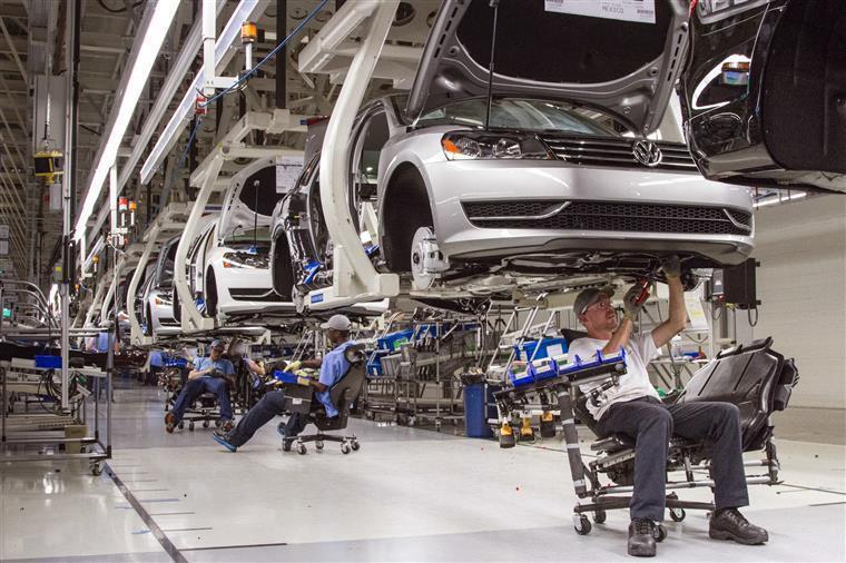 Volkswagen Autoeuropa interrompe produção devido a quebra no fornecimento de peças