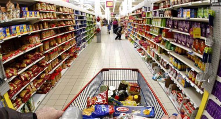 Trabalhadores de supermercados em greve neste fim de semana de Natal