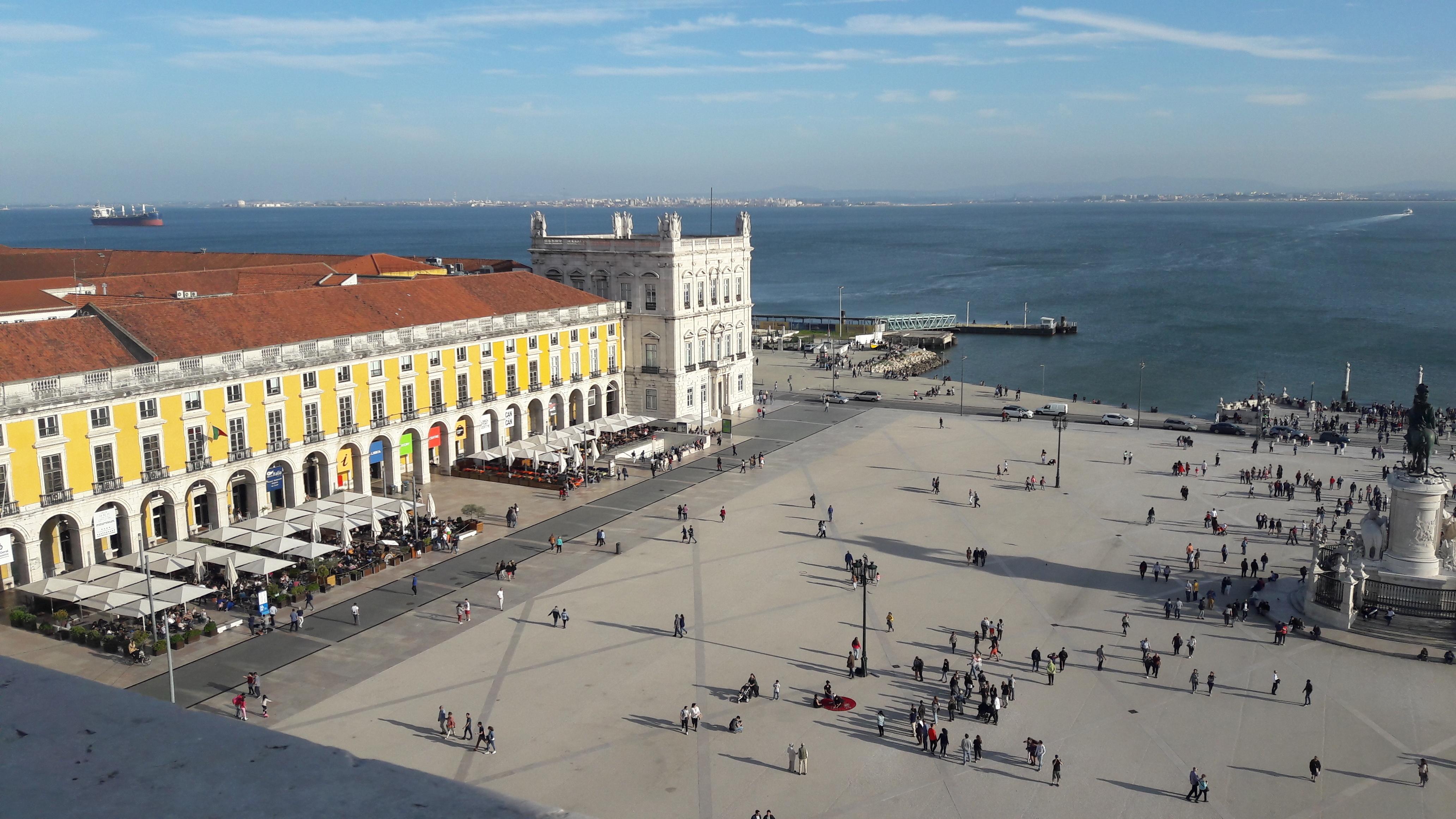 Garrafa de champanhe e materiais cortantes proibidos no Ano Novo de Lisboa