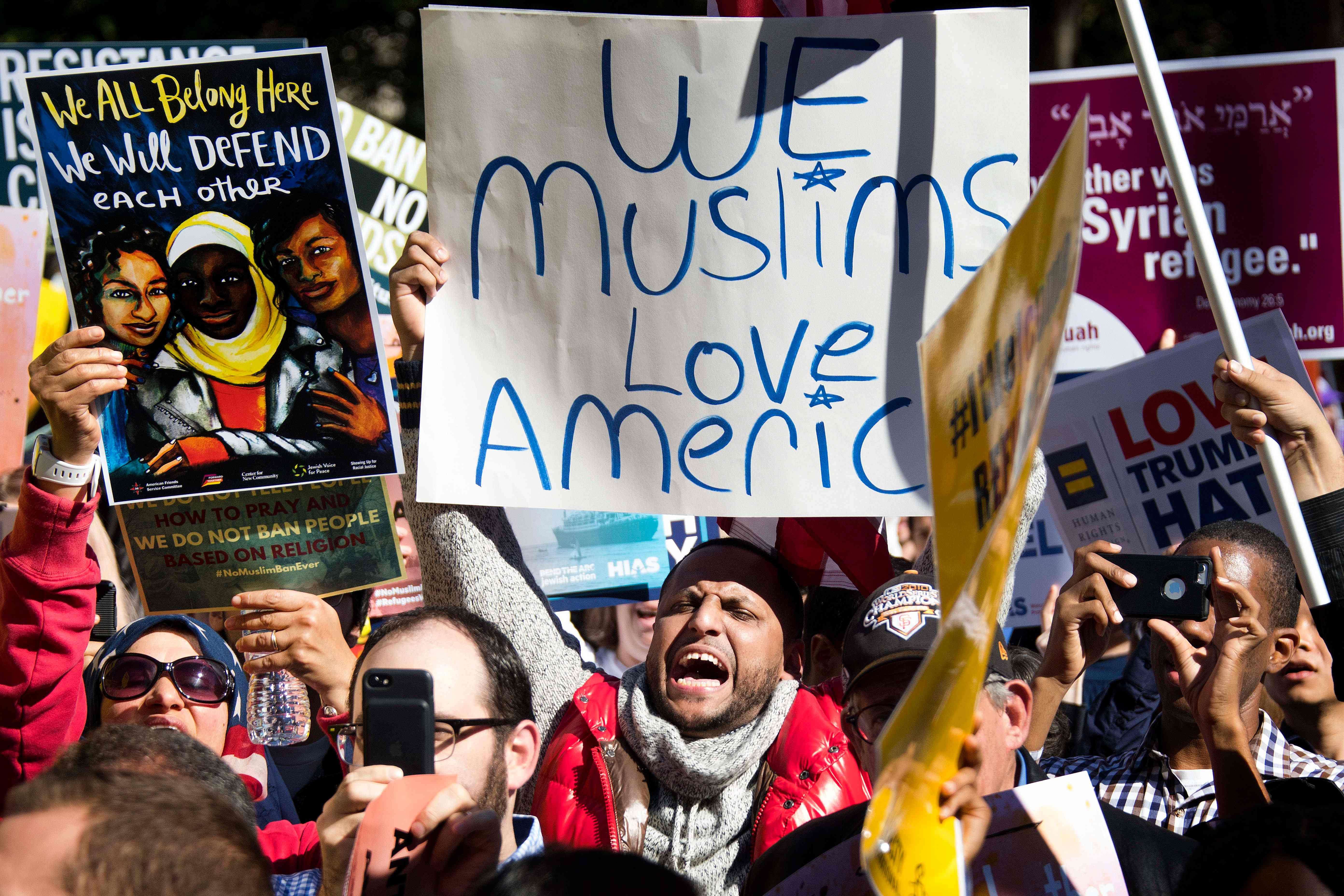 Suprema Corte autoriza decreto anti-imigrantes de Trump