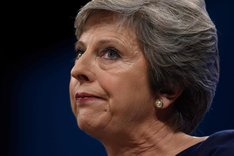 Reino Unido descobre plano do Isis para assassinar Theresa May