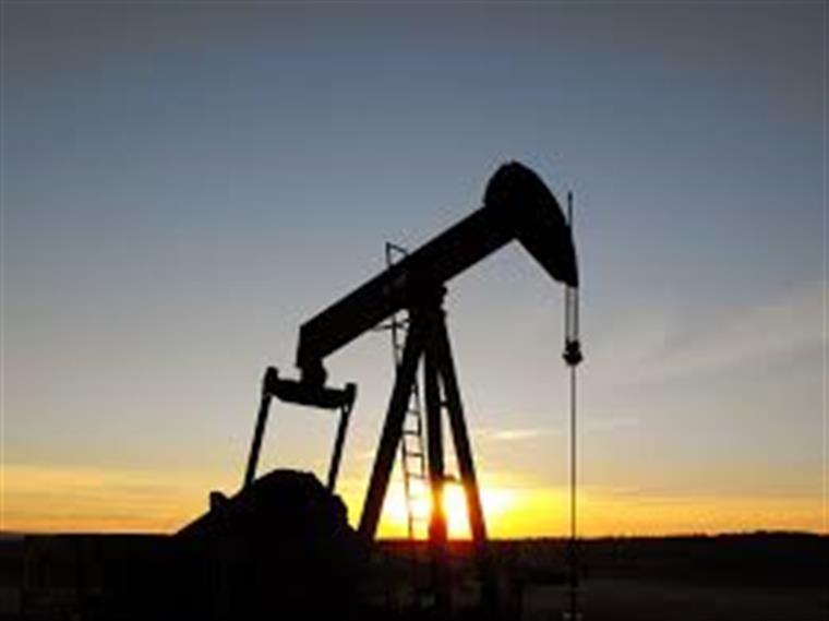 Preços do petróleo sobem com dados positivos sobre acordo da Opep