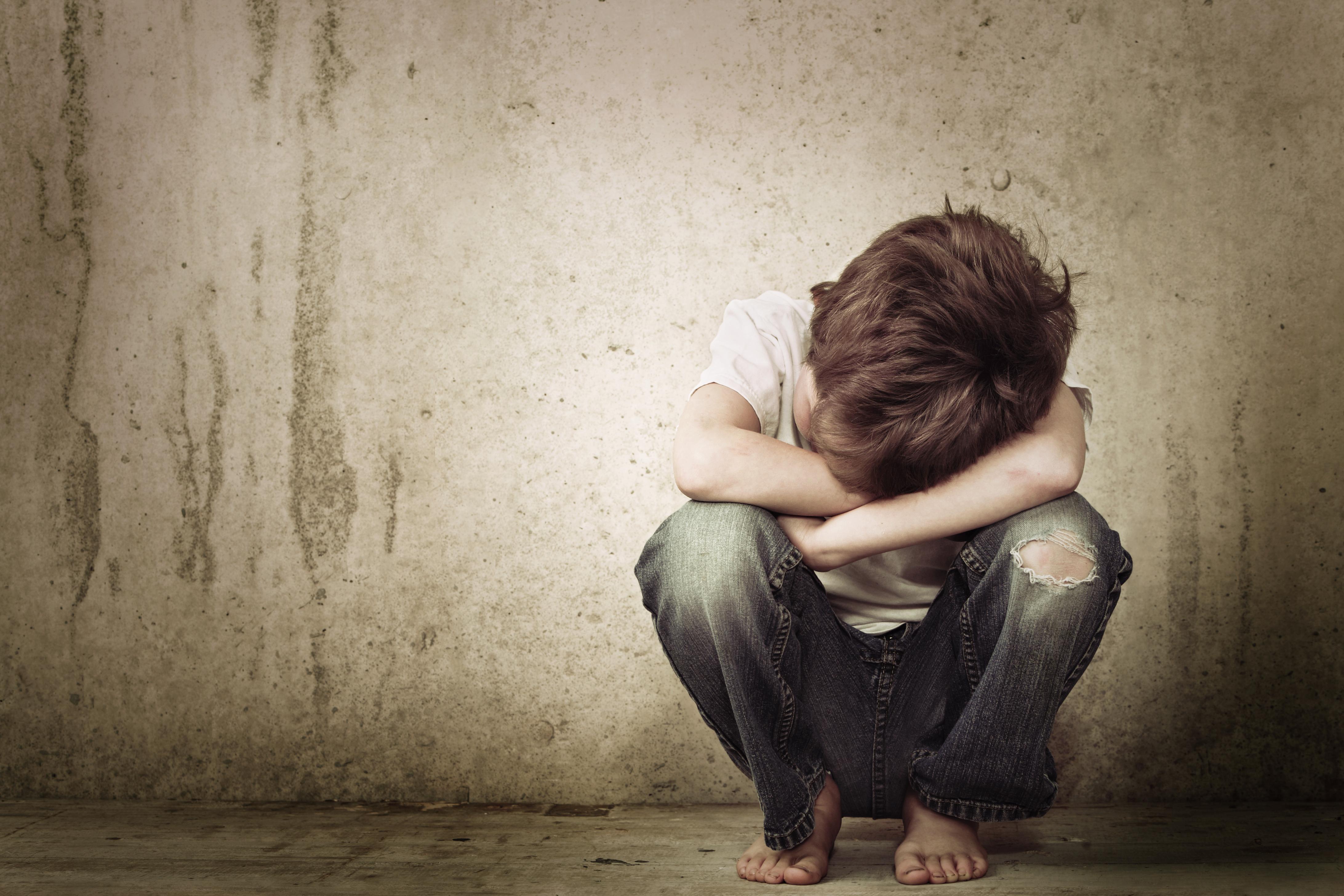 Garoto de 12 anos morre ao ser atingido por âncora de decoração