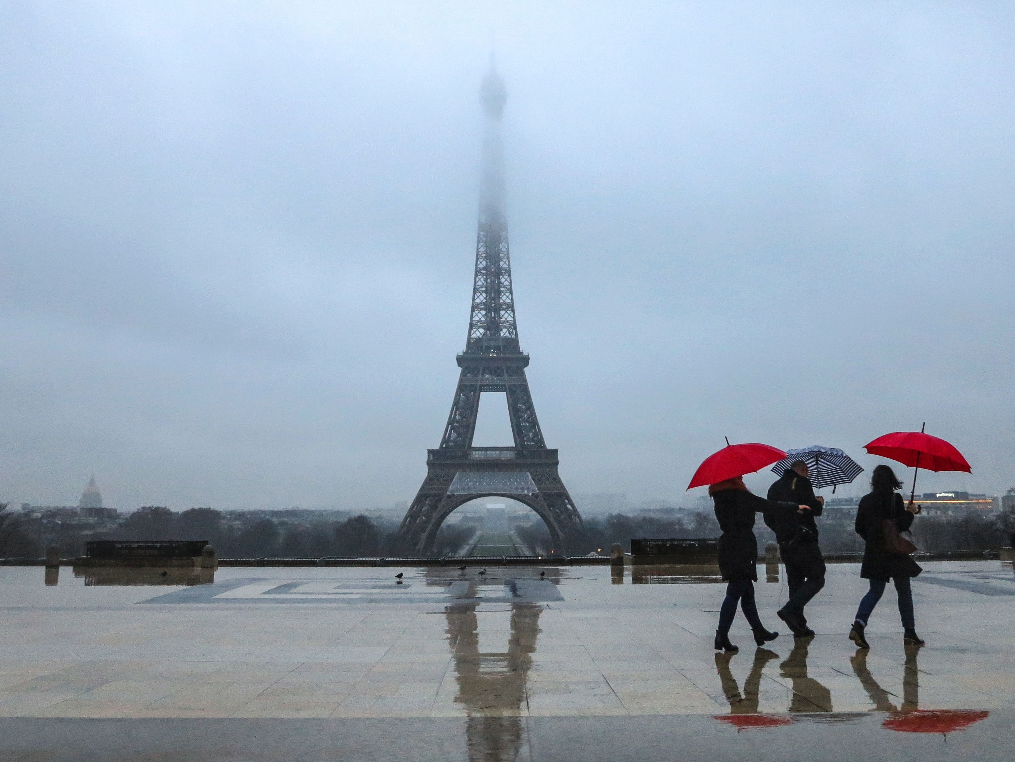 Torre Eiffel vai ter barreira de vidro à prova de bala