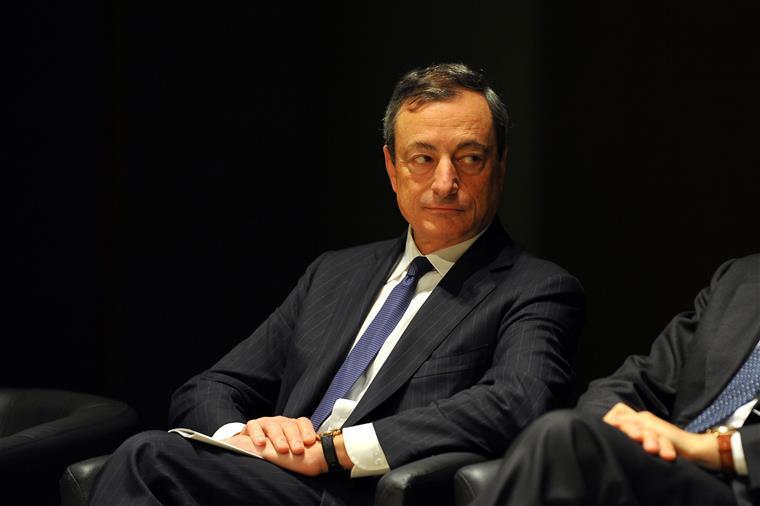 Zona euro: Inflação sobe 2% em fevereiro