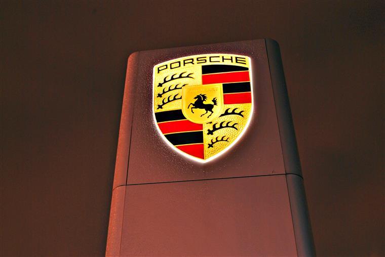 Porsche vai oferecer bónus de 9 mil euros a cada funcionário
