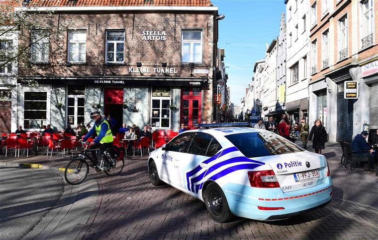 Antuérpia. Homem que tentou atropelar multidão acusado de ataque terrorista