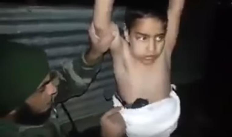 O momento em que um menino-bomba do Estado Islâmico é desarmadilhado [vídeo]