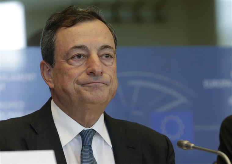 Draghi defende independência do BCE
