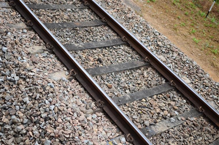 Linha do Norte com circulação restabelecida mas só numa via