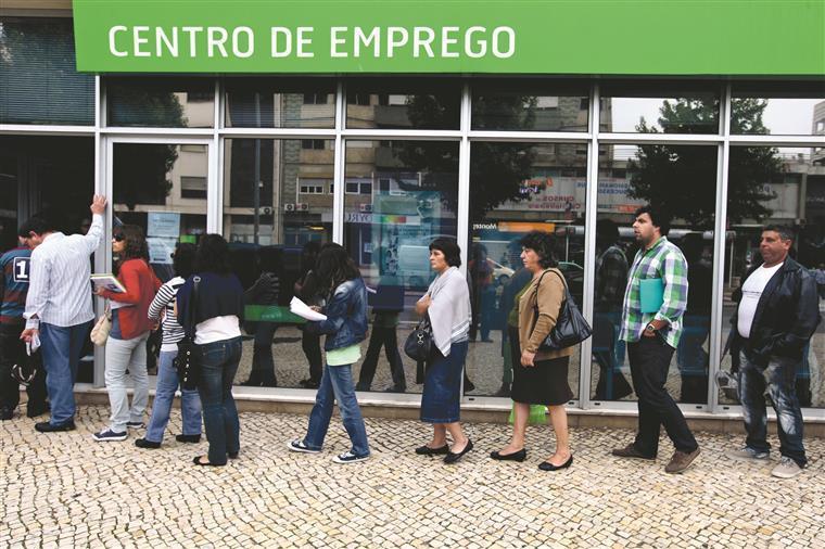 Desempregados inscritos. Março regista maior redução de sempre