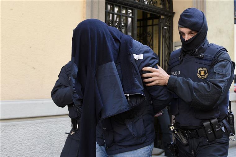 Três suspeitos de ligações aos atentados de Bruxelas detidos em Barcelona