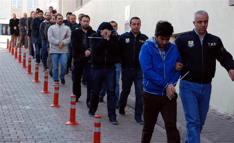 Turquia. Erdogan continua a arrumar a casa e prende mil pessoas num só dia
