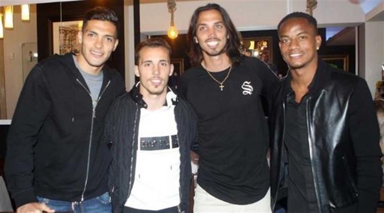 Jogadores de Benfica e Sporting deixam a rivalidade dentro de campo