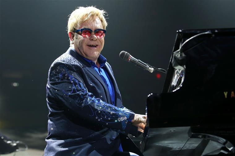 Adolescente confessa ter planeado atentado em concerto de Elton John
