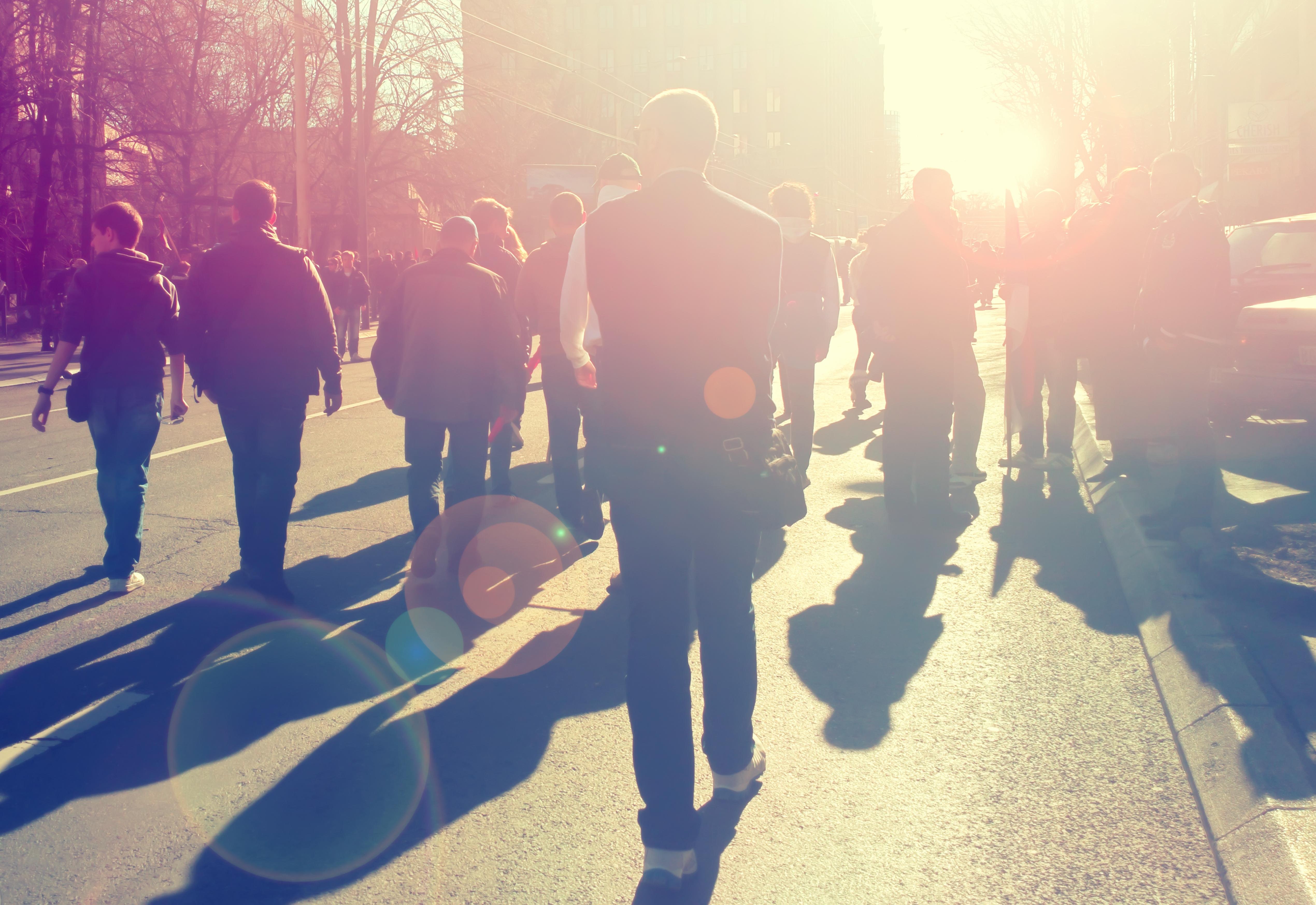 Professores penduraram bengalas frente a Ministério para exigir regime especial de aposentações