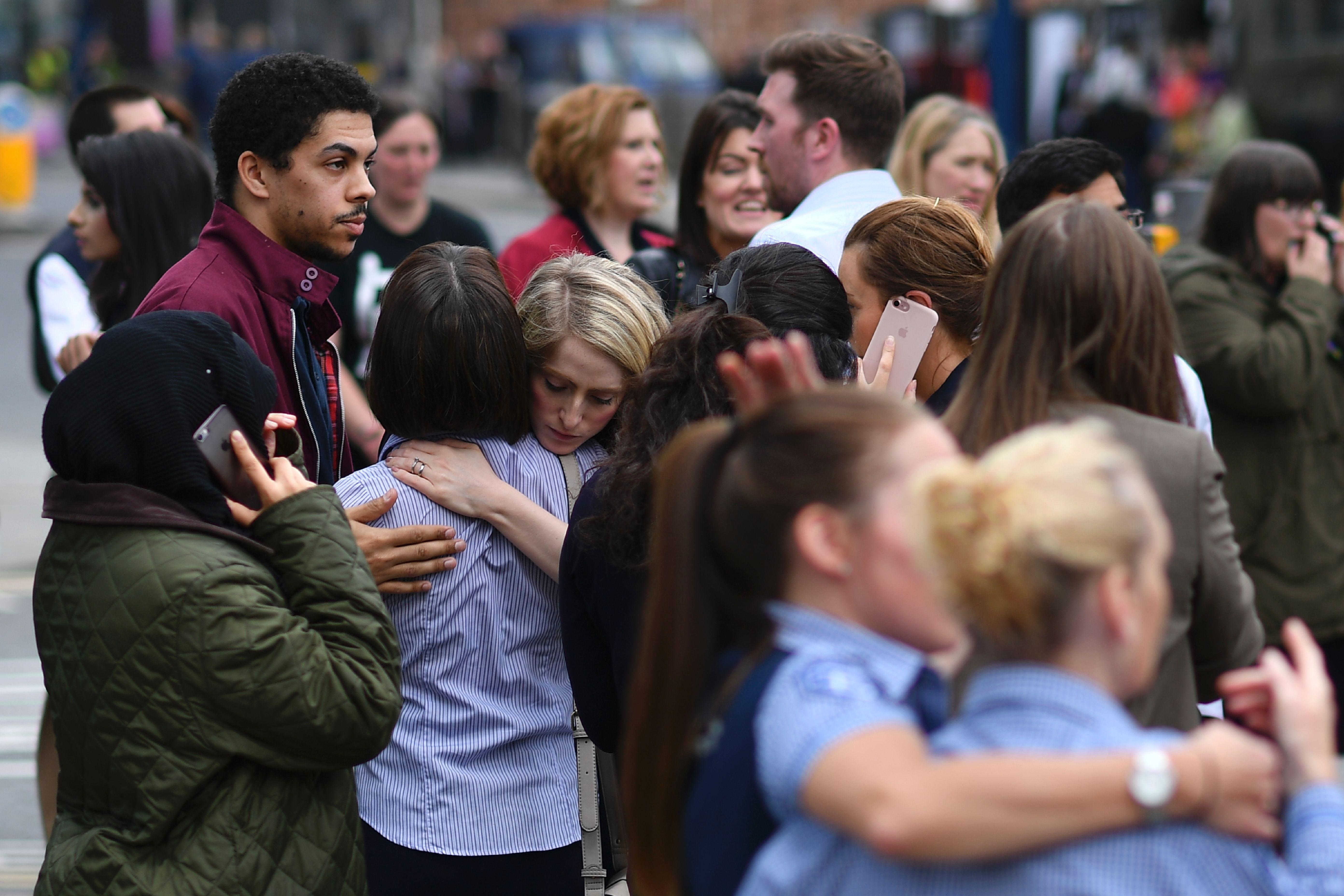 22 mortos e 59 feridos em ataque suicida — Manchester