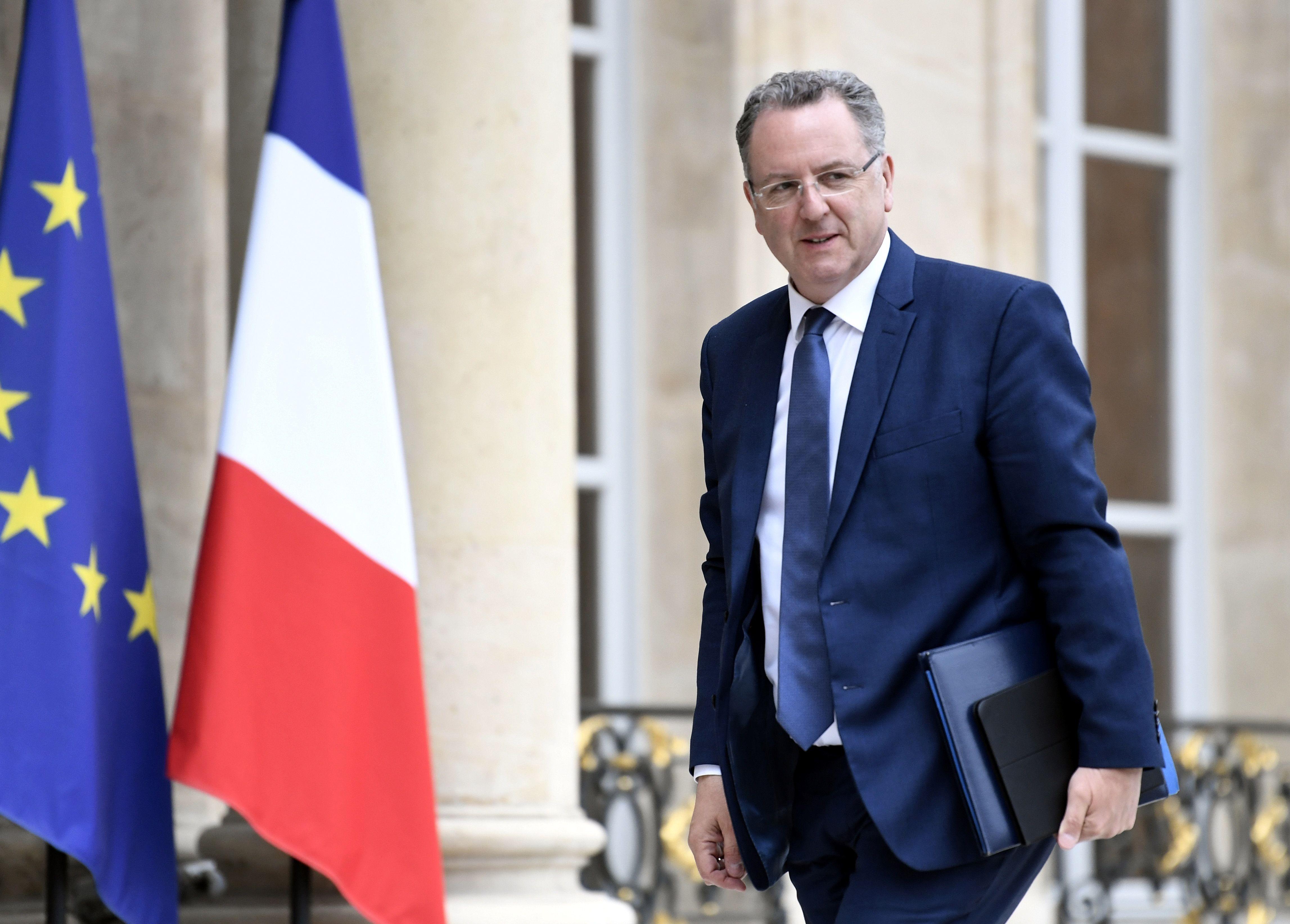 Ministro de Emmanuel Macron sob investigação