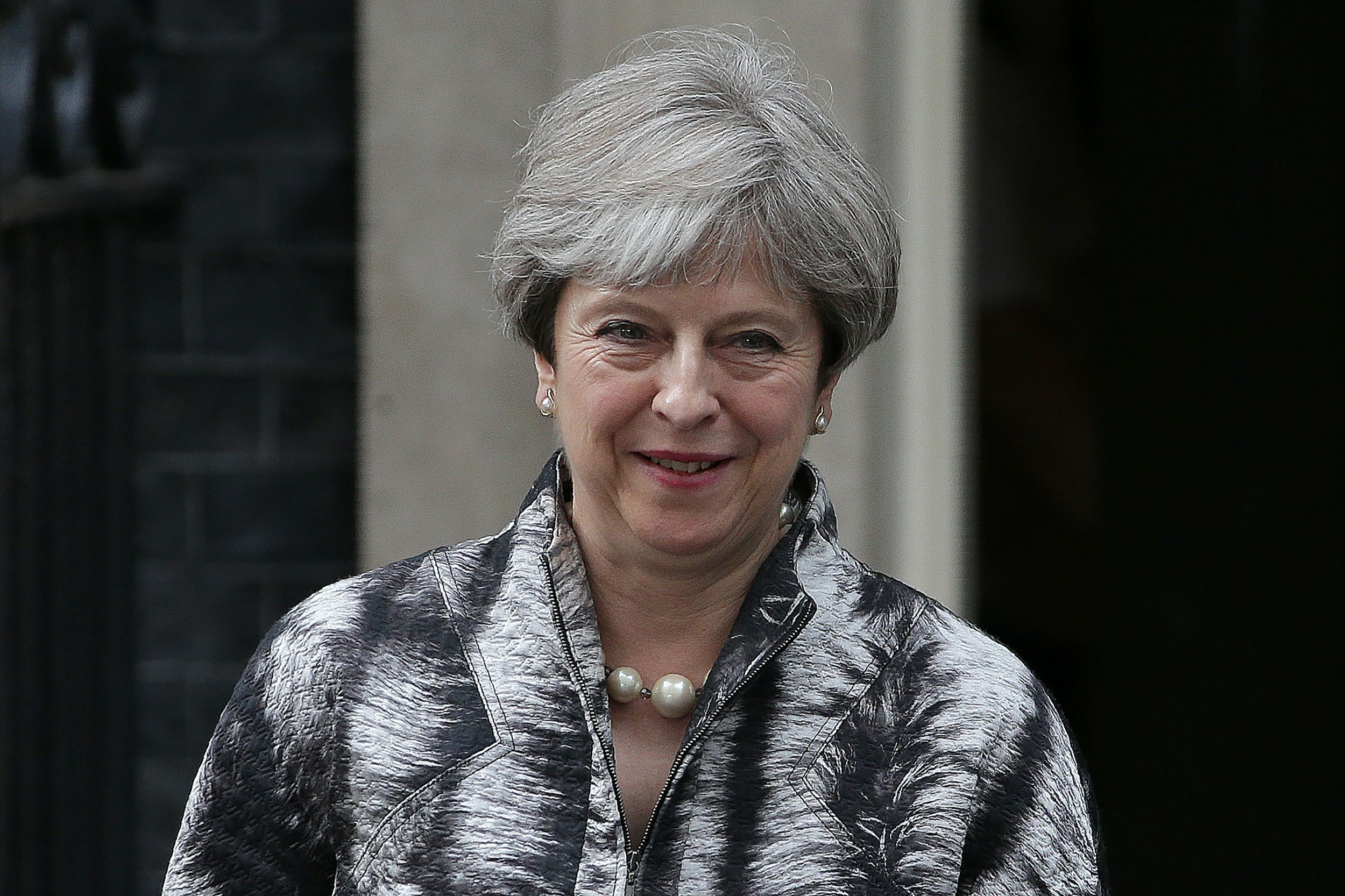 May mantém principais ministros após eleição ter reduzido sua autoridade