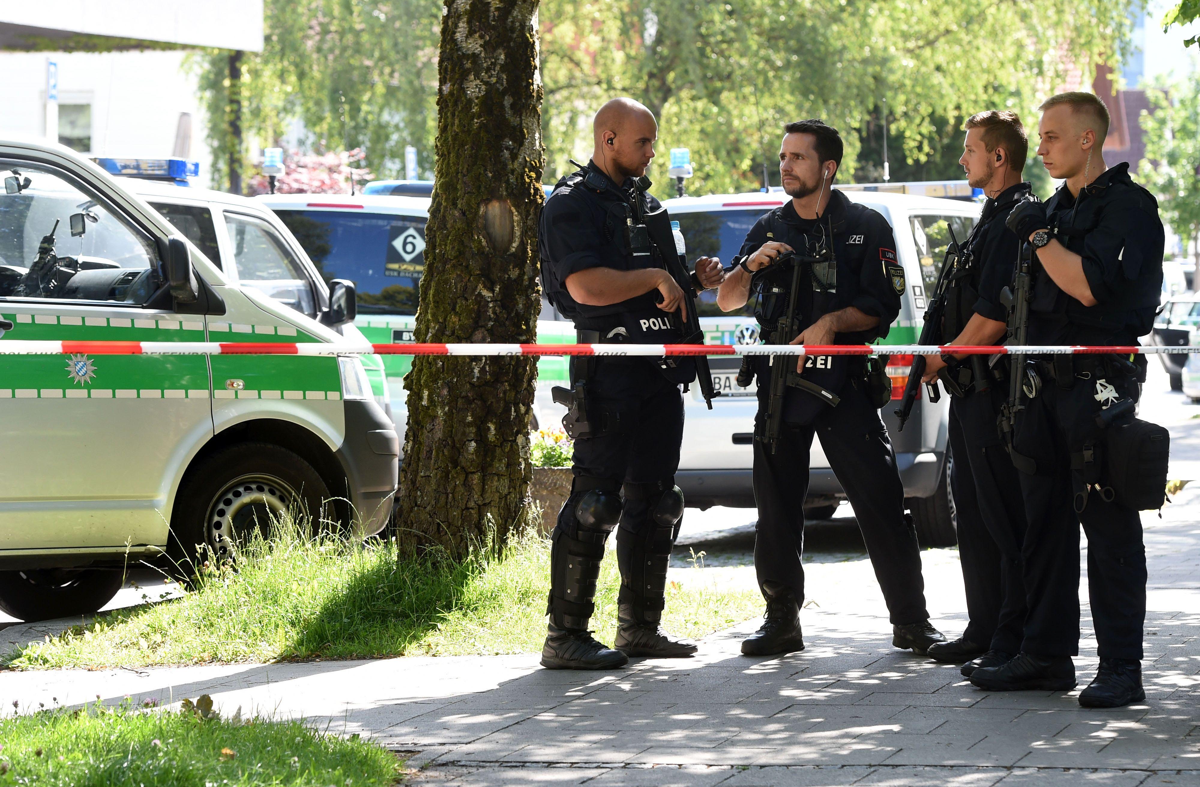 Vários feridos devido a tiroteio numa estação de metro perto de Munique
