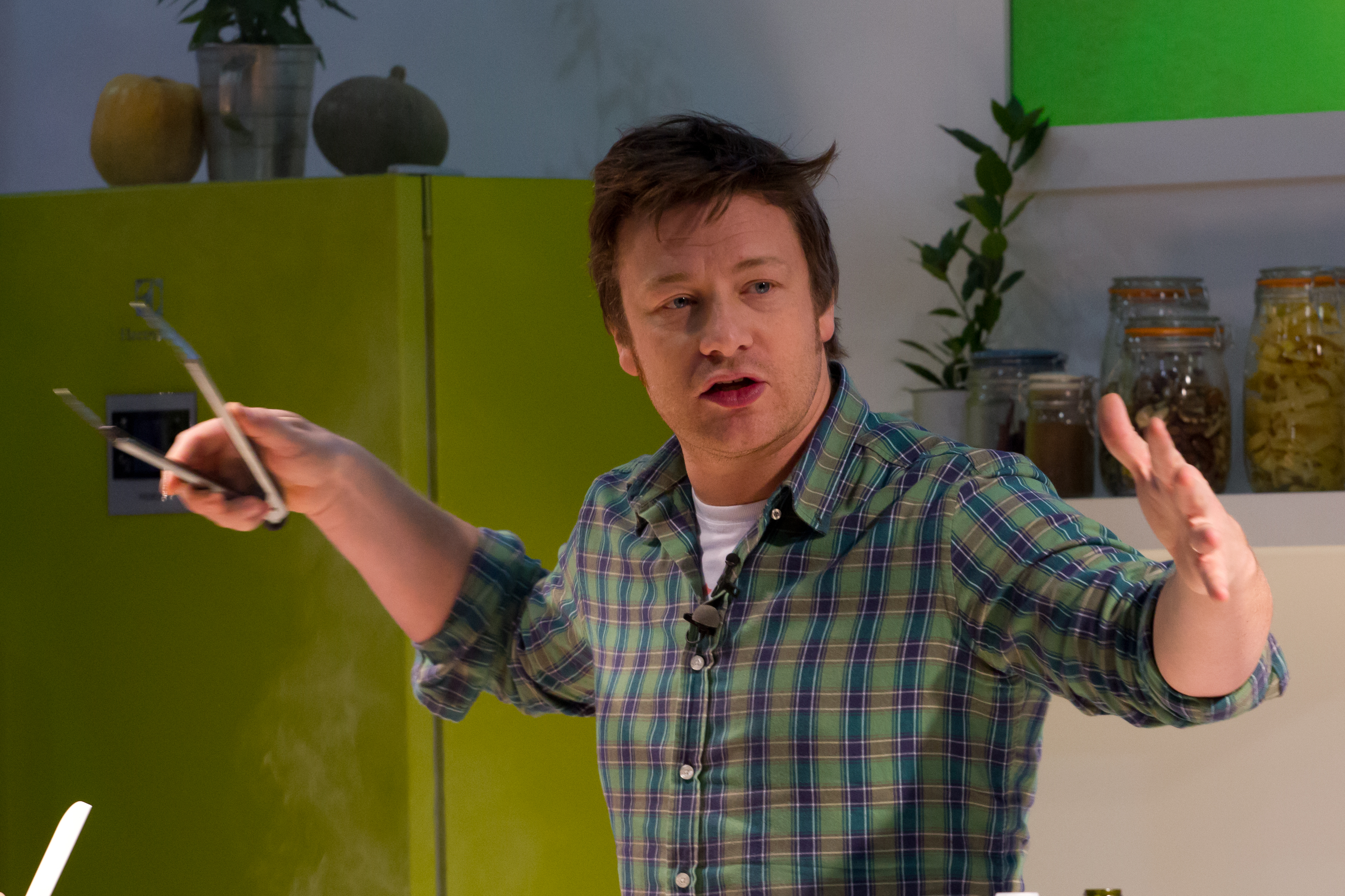 Jamie Oliver oferece refeições às vítimas do incêndio em Londres