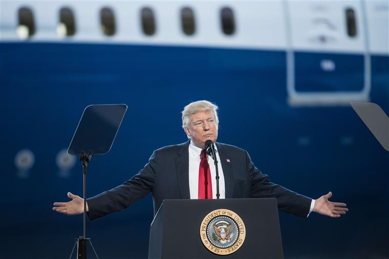 Trump propõe construção de painel solar em muro na fronteira