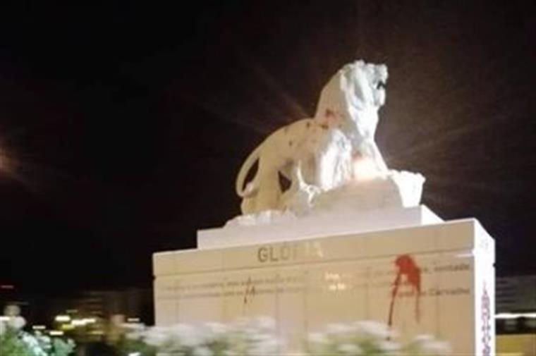 Estátua do leão em Alvalade foi vandalizada com tinta vermelha