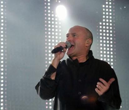 Acidente leva Phil Collins a ser hospitalizado