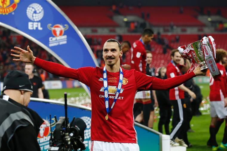Lesionado, Ibrahimovic é dispensado pelo Manchester United para próxima temporada