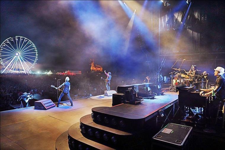 Acrobata morre após cair durante número artístico no concerto dos Green Day