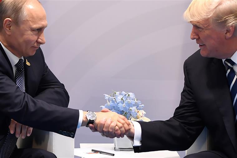 E vão duas. Trump voltou a encontrar-se em privado com Putin