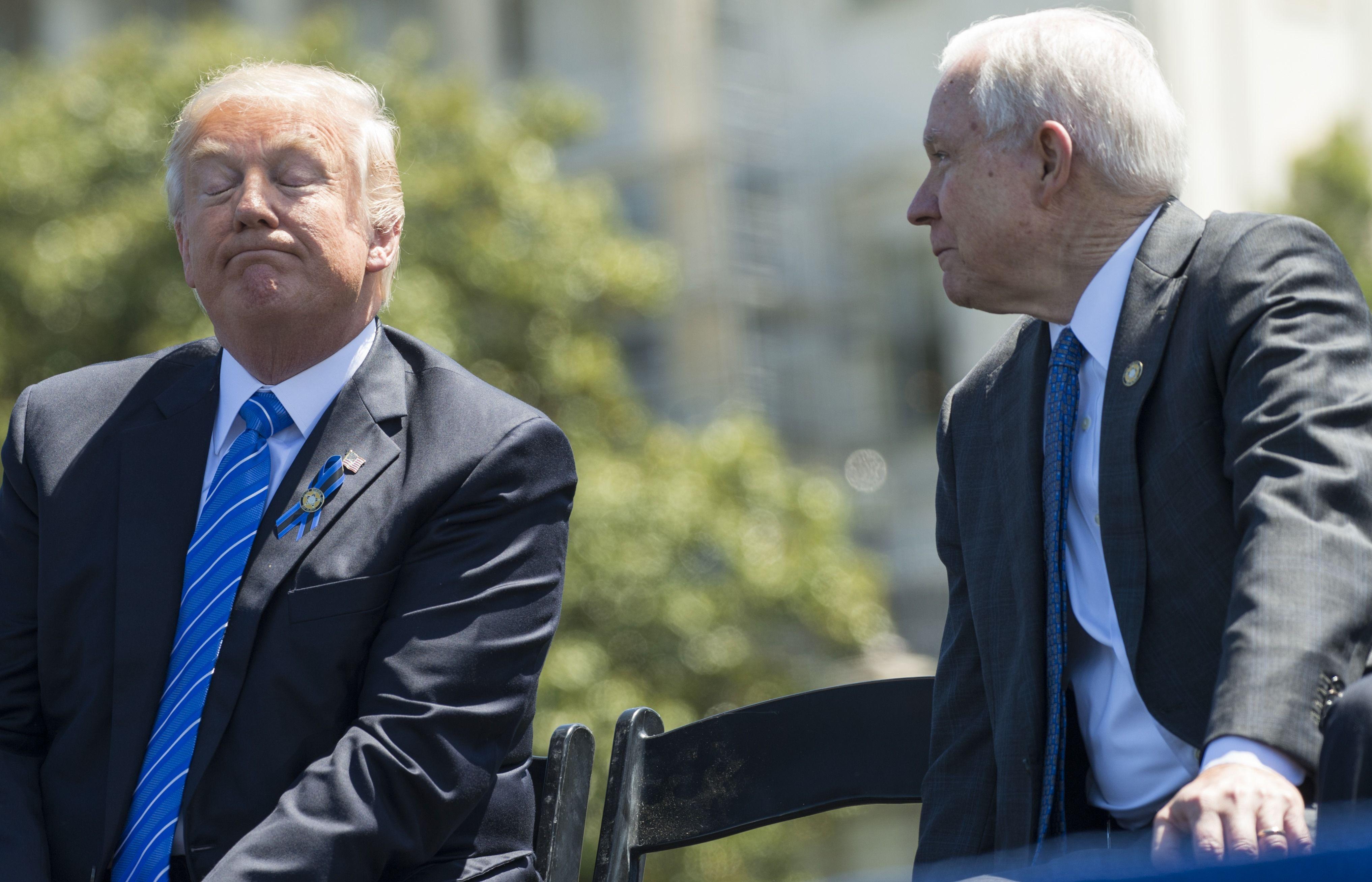 Trump pode afastar procurador Jeff Sessions