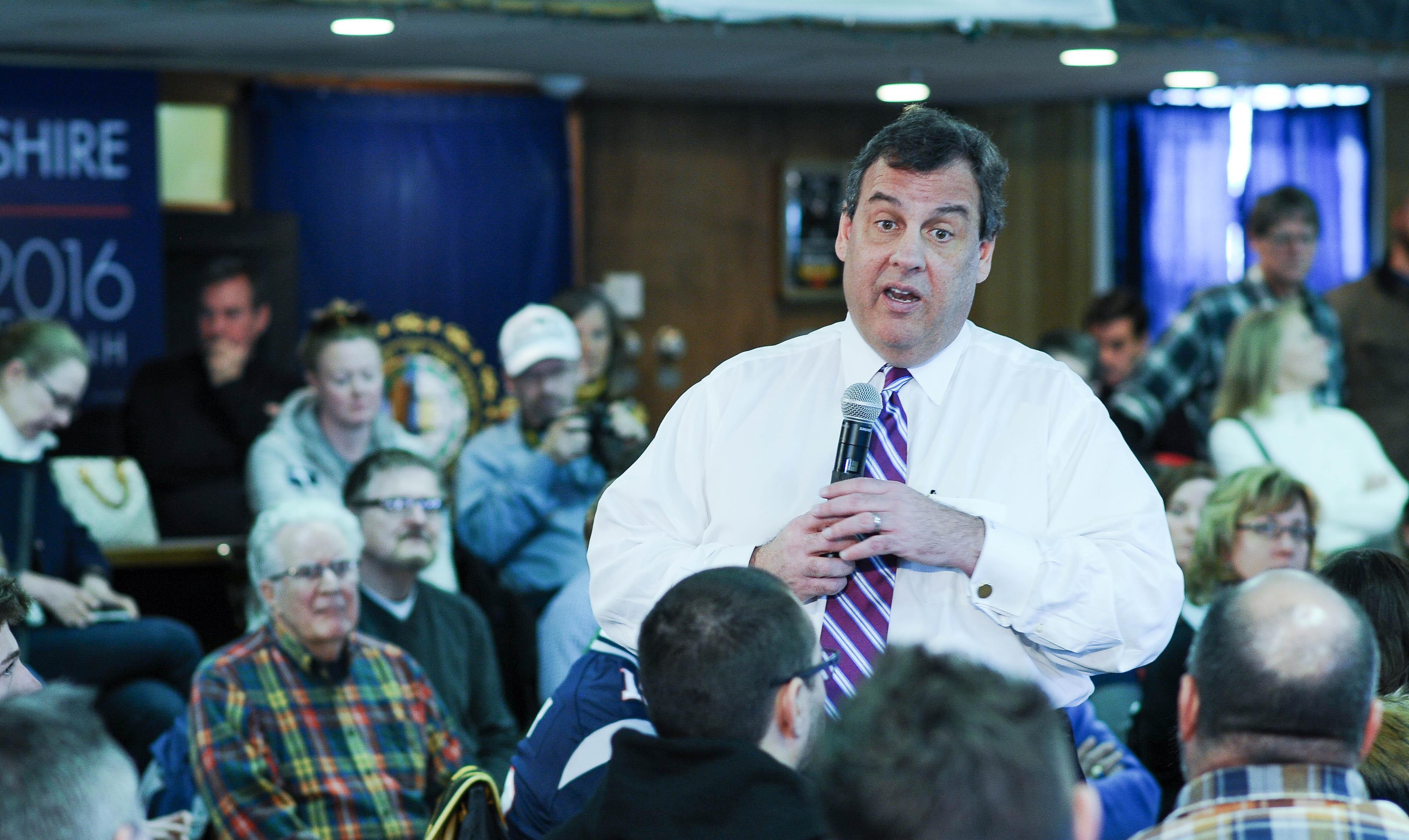 Governador de Nova Jersey é criticado após ser visto em praia fechada